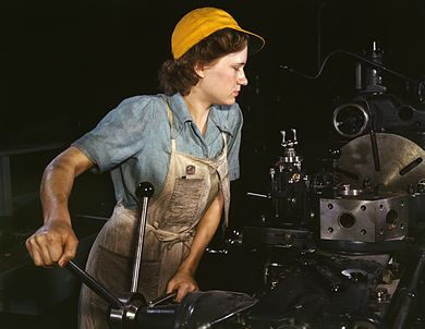 390px-WomanFactory1940s